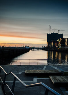 Germany, Hamburg, view from the Marco Polo Terraces to  the Elbe Philharmonic Hall at dusk - KRPF001387