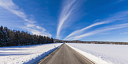 Germany, Baden-Wuerttemberg, Swabian Alb, country road in winter, Panorama - WDF002985