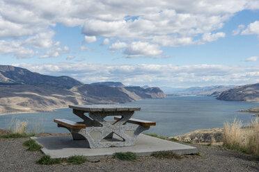 Canada, British Columbia, Kamloops, rest area at Kamloops Lake - KEBF000036