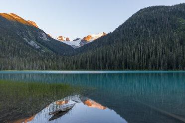 Canada, British Columbia, Joffre Lakes Provincial Park, Lower Joffre Lake - KEBF000038