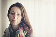 Portrait of thoughtful brunette woman - FRF000223