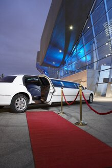 Germany, Munich, stretched limousine at red carpet in front of BMW Welt - ED000130