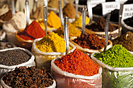India, Goa, Anjuna, plastic bags of spices on market - PCF000109