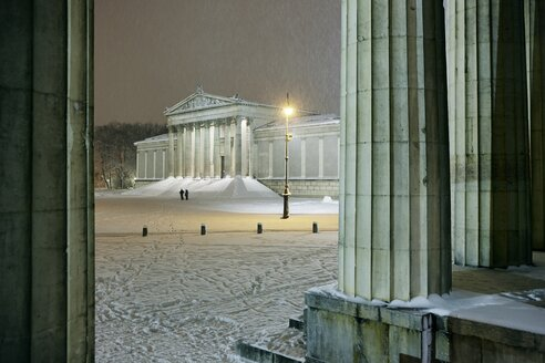Germany, Munich, Staatliche Antikensammlung at Koenigsplatz in snow - EDF000131