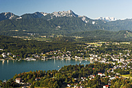 Austria, Carinthia, View to Woerthersee with Velden - HHF005215