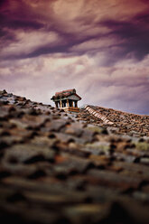 Italy, cloudy and stormy sky over ancient shingle roof - LSF000032