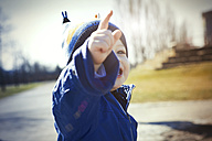 Germany, Oberhausen, toddler pointing his finger - GDF000697