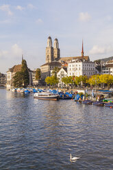 Switzerland, Zurich, River Limmat and pleasure boat at Uto Quai, Great Minster in the background - WDF003002
