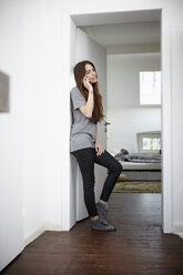 Young woman at home on the phone - RHF000740