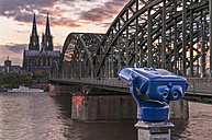 Germany, Cologne, Hohenzollern Bridge and view of Cologne Cathedral - KEBF000095