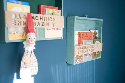 Upcycled drawers used as bookshelfs - GIS000074