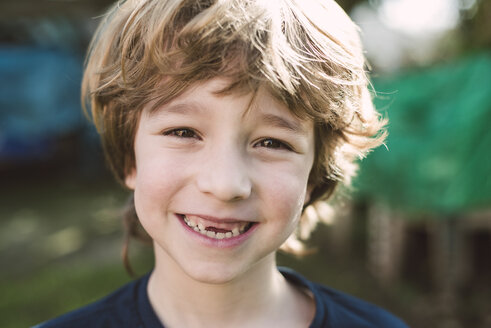 Portrait of blond boy with a big smile - RAEF000112