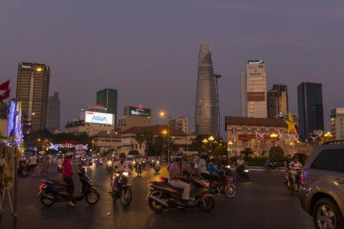 Vietnam, Ho Chi Minh City, Ben Thanh Square, road traffic at night - MAD000159