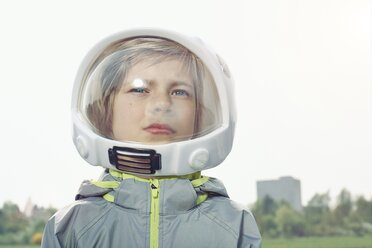 Boy dressed up as spaceman - EDF000153