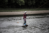 Germany, Garbsen, wakeboarder at Blue Lake - GCF000052