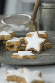 Home-baked cinnamon stars - ASF005533
