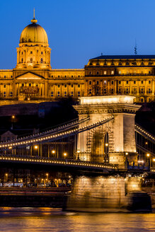 Hungary, Budapest, chain bridge and castle in the evening - EJWF000732
