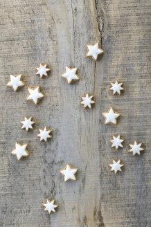 Cinnamon stars on grey wood - ASF005544