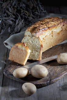 Sliced potato bread and potatoes - CSF025266