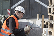 Construction worker with clipboard - SGF001487