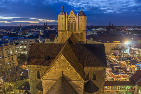 Germany, Lower Saxony, Brunswick, Brunswick Cathedral and Christmas market in the evening - PVCF000395