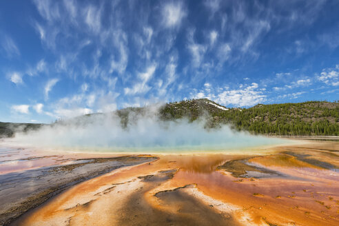 USA,  Yellowstone National Park, Lower Geyser Basin, Midway Geyser Basin, Grand Prismatic Spring - FOF008035