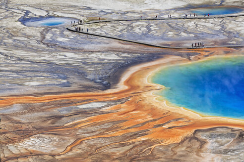 USA,  Yellowstone National Park, Lower Geyser Basin, Midway Geyser Basin, Grand Prismatic Spring, elevated view - FOF008065