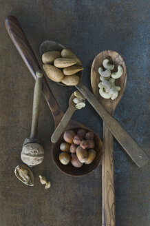 Wooden spoons with different nuts - ASF005574