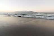 South Africa, Cape Town, sunrise at Bloubergstrand - CLPF000070