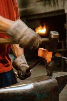 Blacksmith forging hatchet - HHF005312