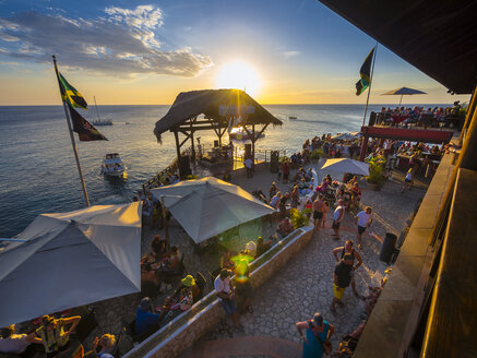 Jamaica, Negril, Rick's Cafe at the coast at sunset - AM003946