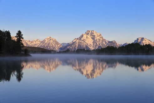 USA, Wyoming, Grand Teton National Park, Teton Range, Mount Moran, Oxbow Bend, Snake River in the morning - FOF008082