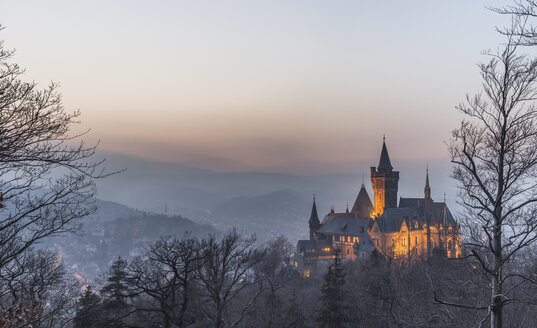 Germany, Saxony Anhalt, Wernigerode, castle and town in evening haze - PVCF000402