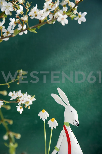 Easter decoration with bunny and Hydrangea - GISF000109