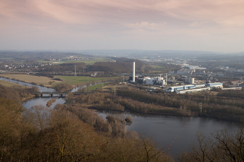 Germany, Ruhr area, Hagen, combined heat and power station at dusk - WIF001712