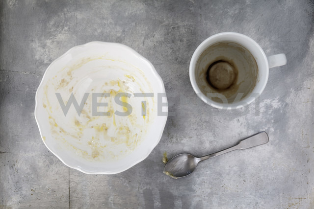 Finished breakfast with porridge and coffee remains - EVGF001640