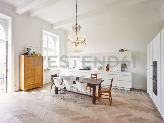 Modern kitchen with dining table in a refurbished old building - DISF002020 - Dieter Schewig/Westend61