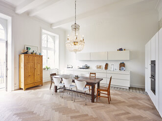 Modern kitchen with dining table in a refurbished old building - DISF002020