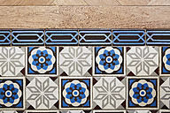 Old tiled floor and new parquet in a Gruenderzeit building - DISF002025