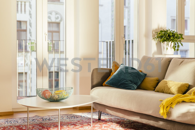 Living room area with Persian rug - MFF001570