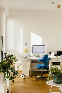 Home office in an apartment - MFF001574