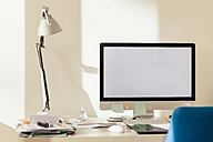 Blank computer monitor on desk - MFF001576
