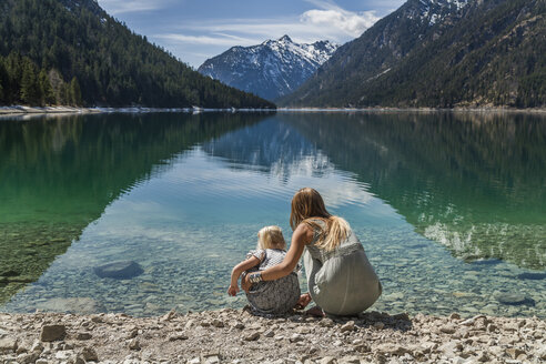Austria, Tyrol, Lake Plansee, mother and daughter at lakeshore - TCF004623