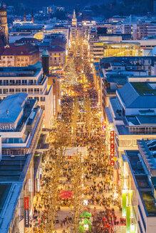 Germany, Stuttgart, shopping mile Koenigstrasse at Christmastime - WDF003080
