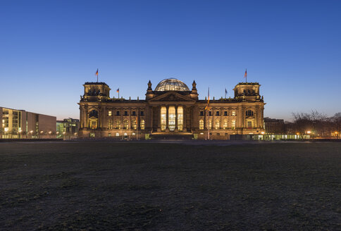 Germany, Berlin, Berlin-Tiergarten, Reichstag building in the morning - PVCF000418
