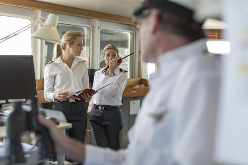 Deck officers and ship captain on bridge - ZEF005483
