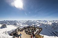 Germany, Bavaria, Nebelhorn, people on observation terrace - EGB000020