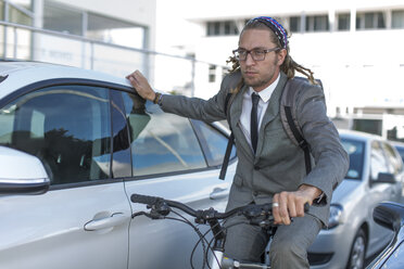 Businessman on bicycle in traffic jam - ZEF004677