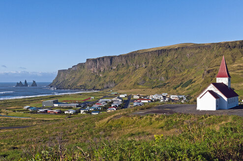 Iceland, Vik, view to village and church - KEBF000171