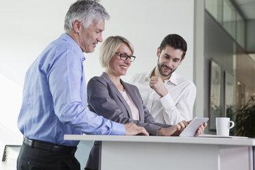 Businesspeople talking in meeting - RBF002723